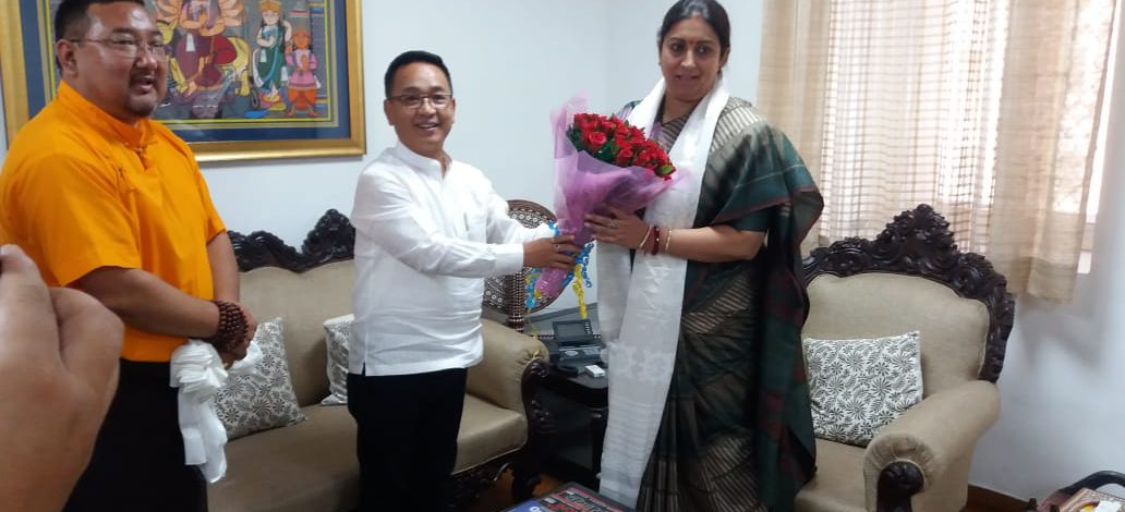 HON'BLE CHIEF MINISTER MEETS HON'BLE MINISTER OF TEXTILES, WOMEN AND CHILD DEVELOPMENT